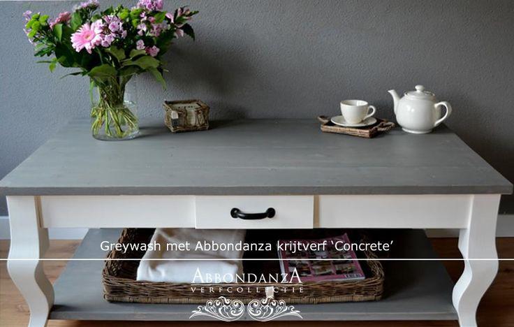Tafelblad afgewerkt met een wash van Abbondanza krijtverf in de kleur Concrete. Een wash maak je met 1 deel Abbondanza krijtverf en 1 deel water.