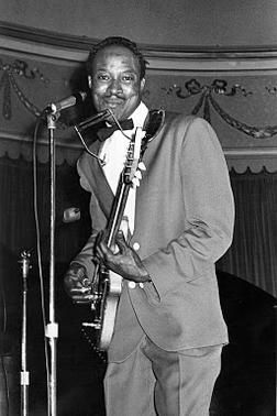 The great Jimmy Reed in action....
