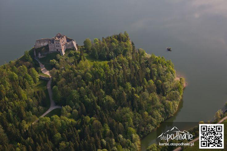Jezioro Czorsztyńskie i zamek Czorsztyn z lotu ptaka