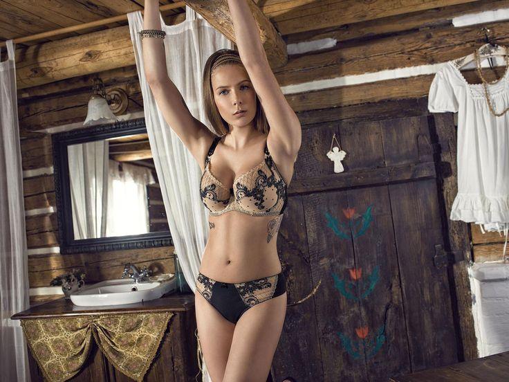 Elegant Dalia lingerie. Modelka: Marta Wierzbicka