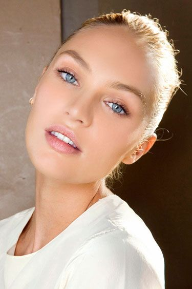 Want flawless skin like Candice Swanepoel? Try blending your foundation in with