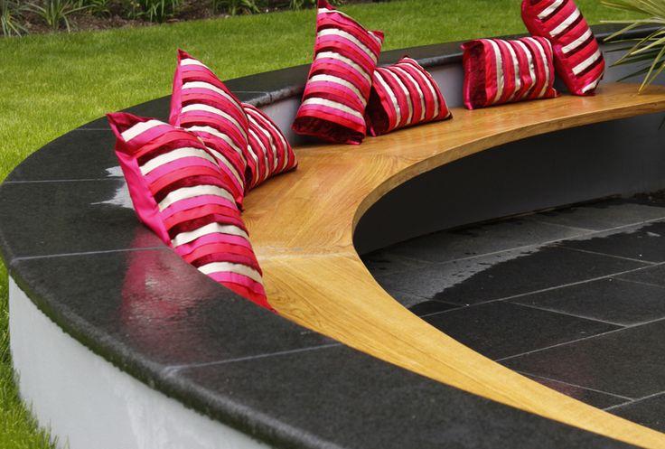 circular cantilevered bench
