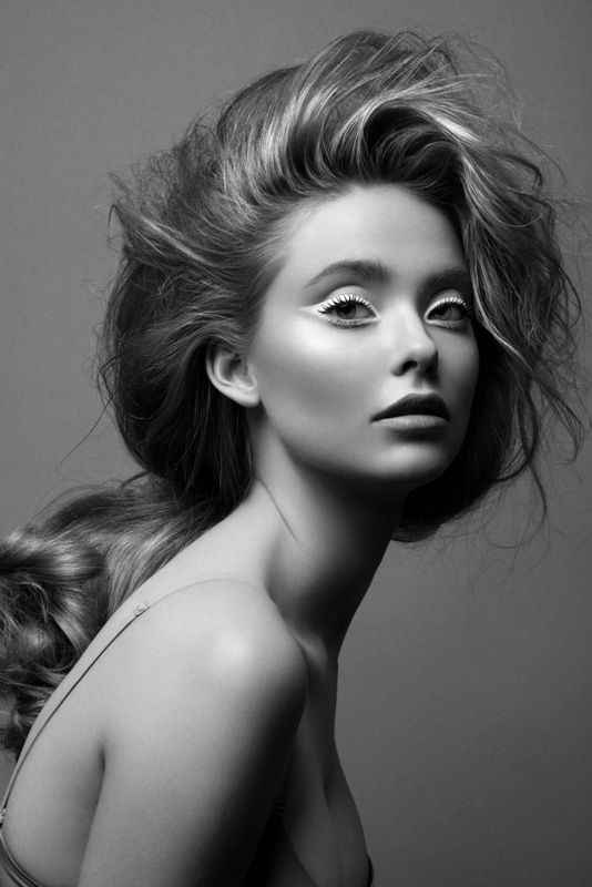 Bright Eyes – Jeff Tse shares his latest work focusing on black and white beauty looks. Model Laine (S Models) impresses with bright eyeshadow courtesy of makeup artist Gilbert and voluminous hair by Shalom in the studio snaps. / Production by Emily Bishop