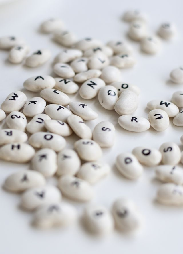 UKKONOOA: Papuaakkoset / Butter bean alphabet