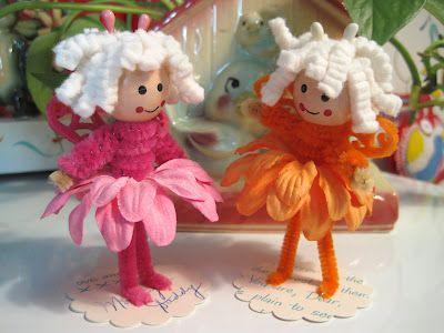 An easy craft project for little girls. Pipe cleaners, felt butterflies, scrapbook flowers,felt a wooden bead and a little paint. So cute!
