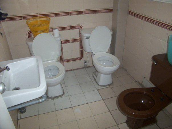 Porque mulheres vão ao banheiro juntas, não significa que elas....