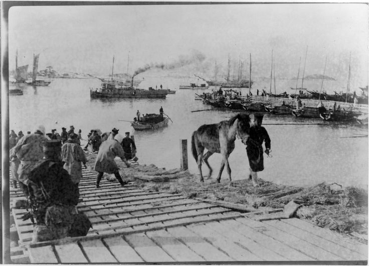 """""""Landing pack ponies at Chemulpo [Incheon] for advance [to] Seoul"""" (Russo-Japan war) Collier's Weekly, Mar 22, 1904. Library of Congress"""