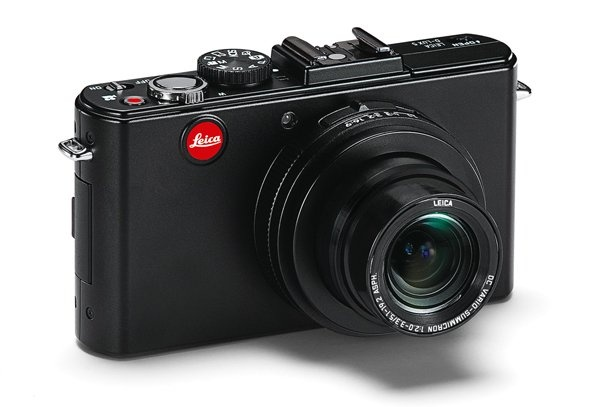 Classic desig, Classical elegance meets premium quality materials: This characterises the design philosophy of Leica D-Lux cameras. A design concept that the D-Lux 5 carries forth brilliantly and effortlessly.  Elegant matt black throughout, with sparse accents in chrome and uncomplicated distinctive lines, it possesses a compellingly purist and simultaneously timeless modern design.  A single glance says it all: It is a true Leica.