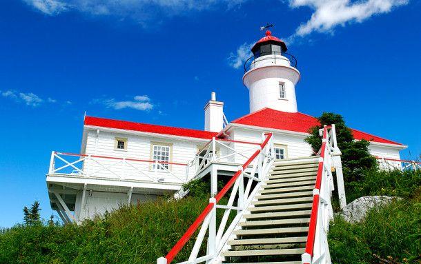 Le phare de l'île du Pot-à-l'Eau-de-Vie, fleuve St-Laurent (Québec).