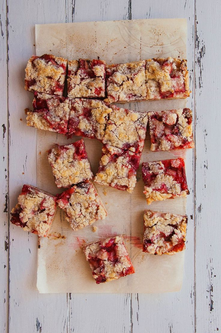Strawberry-Rhubarb Streusel Bars | Hint of Vanilla