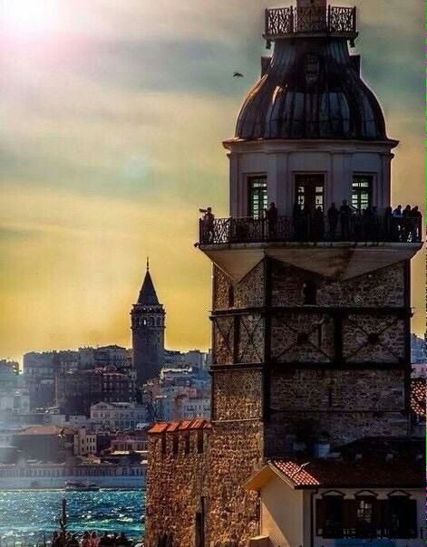 Istanbul Classics: the Maiden's Tower facing the Galata Tower