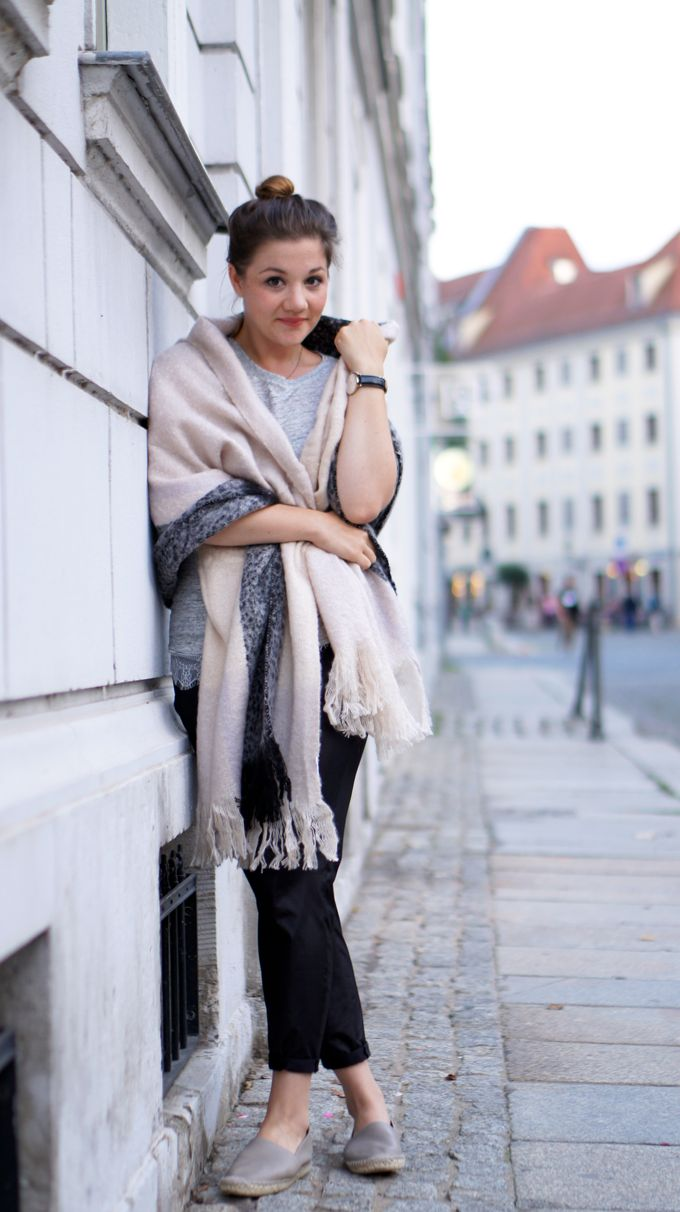 Outfit | Espadrilles, XL Scarf, Laceshirt