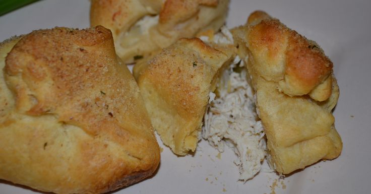 This freezer meal recipe for Creamy Chicken Pockets makes a great, easy dinner. With crisp outsides and creamy filling, this recipe is a real crowd-pleaser!