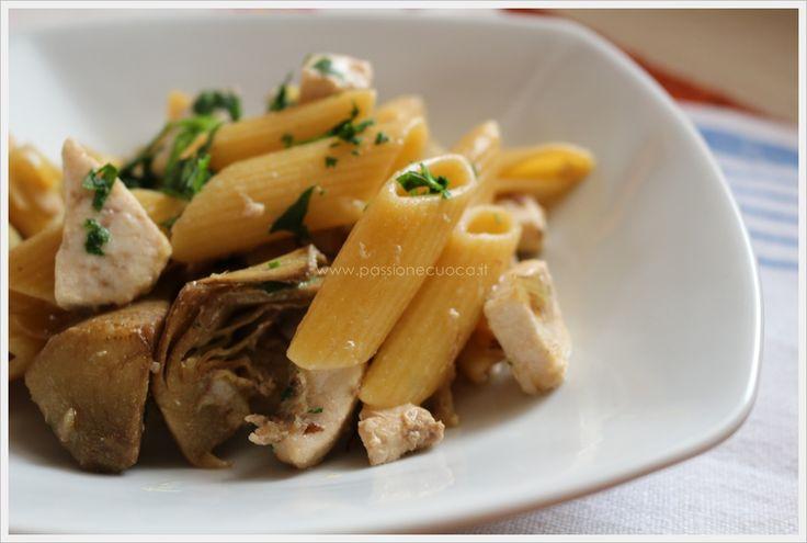 Le penne allo spada e carciofi sono un primo piatto di pesce amato anche da chi non gradisce il pesce con le lische.