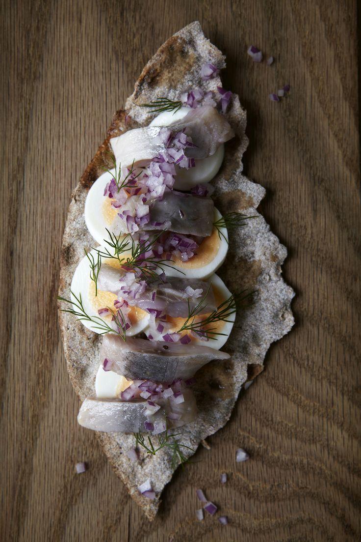 Swedish Food. Herring, eggs and onion European Food Guide #eurofoodguide www.europeanfoodguide.com