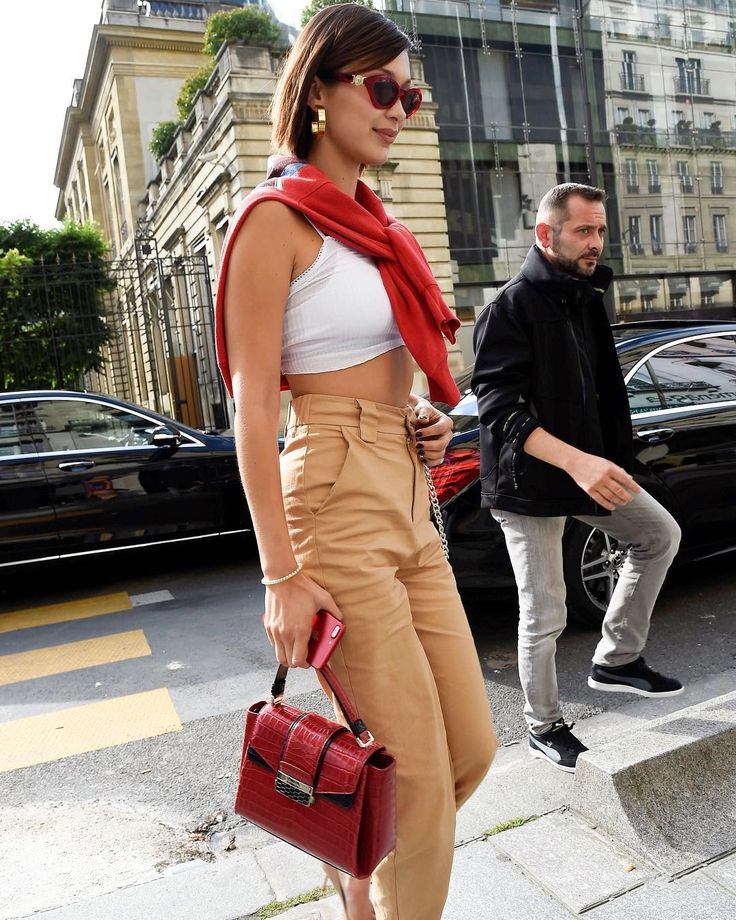 "3,962 Me gusta, 8 comentarios - Hadid News (@hadidnews) en Instagram: ""July 1: #BellaHadid arriving at Miu Miu's showroom in Paris."""
