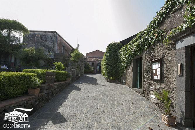 Ingresso agriturismo Case Perrotta (Farmhouse Case Perrotta's entrance)