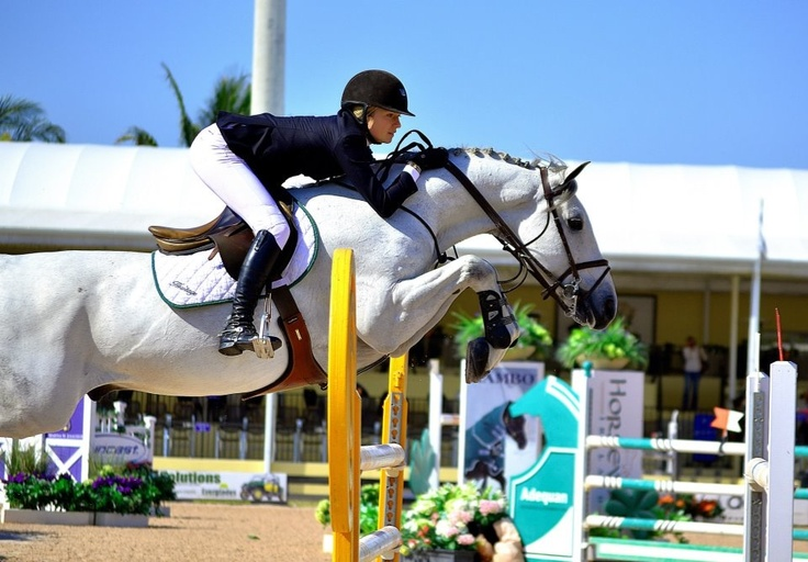 Lillie Keenan aboard Vanhattan, hest, horse, rytter, white, jumper, jumping, stunning, awesome, photograph, photo