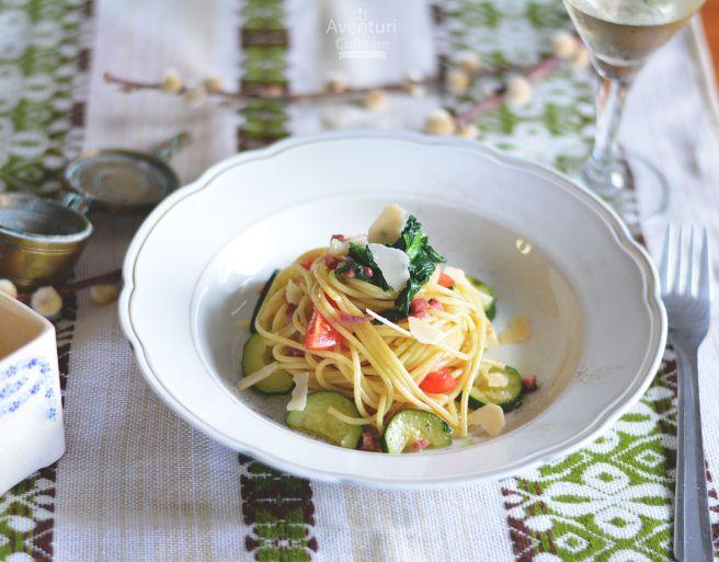 Spaghetti cu zucchini, bacon, spanac si rosii dulci   http://tinyurl.com/spaghetticuzucchini
