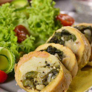 Pechuga Rellena de Rajas en Salsa de Flor de Calabaza