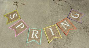DIY Spring Burlap Banner