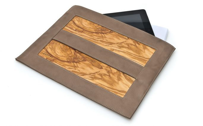 Philo document case of Embawo Philo is the practical document/tablet case of leather and wood. It features a magnetic closure.