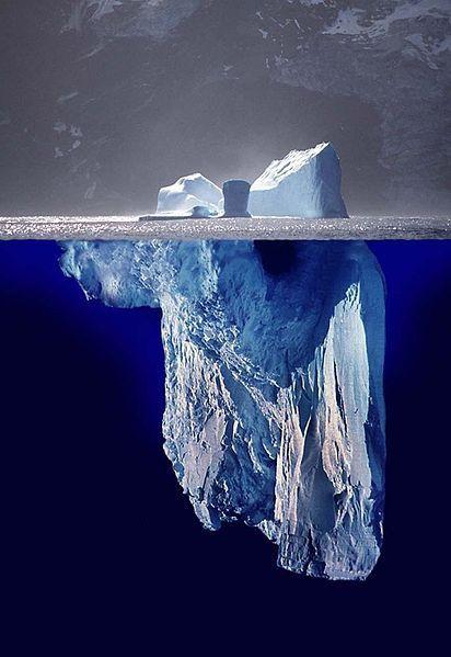 Por debajo de la superficie, Iceberg, en la Antártida.