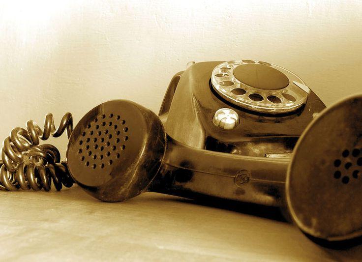 Telefonul fix este un dispozitiv de telecomunicatii care permite persoanelor sa poarte o conversatie chiar daca nu sunt in apropiere pentru a se putea auzi direct....