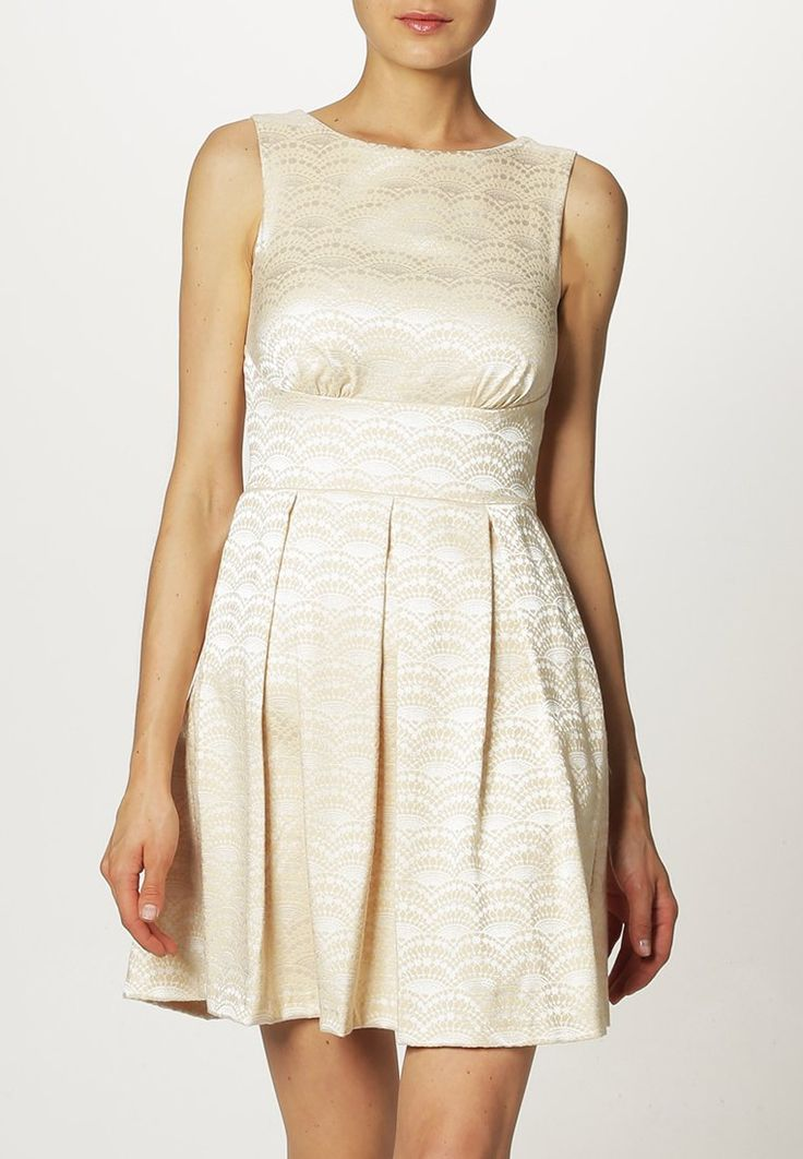 latest robe de mode femme femmes mario beige tenue matresse armoire with refaire sa garde robe. Black Bedroom Furniture Sets. Home Design Ideas