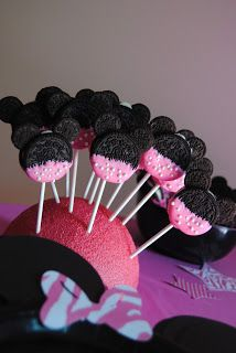 Sweet Southern Mel: Lanie's 2nd Minnie Mouse Bow-Tique Party - such adorable party ideas!