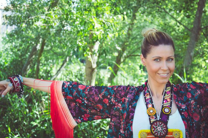 Diy. Recicla un kimono con flecos tie dye.