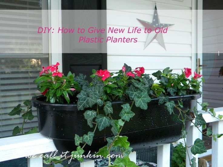New Life for Old Plastic Planters with Rust-oleum spray paint for outdoor plastic