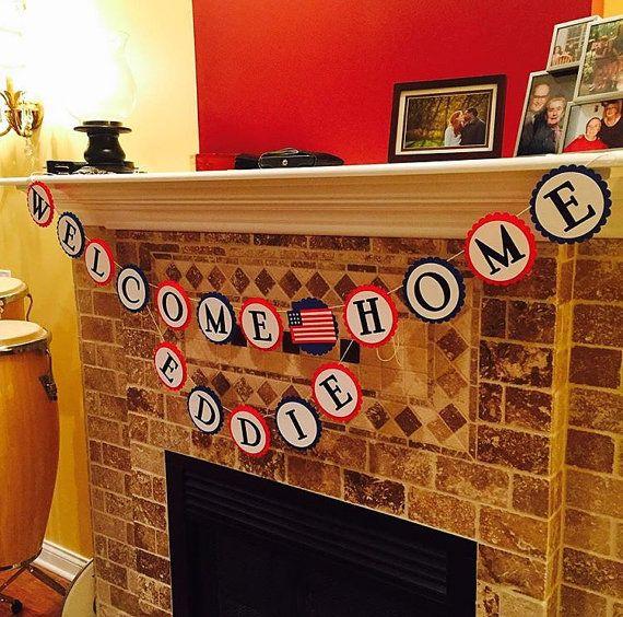 Was für eine großartige Möglichkeit, der Held in Ihrem Leben Startseite begrüßen zu dürfen! Diese patriotische Welcome Home-Banner ist handgemacht mit qualitativ hochwertigen Karton. Es wäre schön, während ein Foto zu halten oder als Dekoration während einer Welcome Home Party hängen. Wenn Sie einen Banner mit dem Helden Namen hinzufügen möchten können Sie dies bei der Kasse tun. Wählen Sie einfach die zusätzlichen Namen Banner und es zusammen mit dem Welcome Home Banner versendet werden! So…
