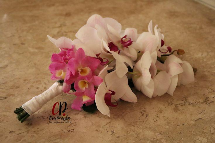 Bouquet com dois tipos de orquídeas. #casamento #casamentorustico #bouquetparanoiva
