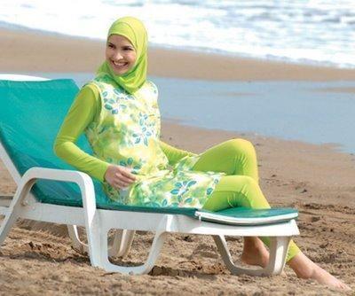Aheda Zanetti desea que las musulmanas puedan bañarse en las playas australianas cubiertas por un traje de baño estilo islámico que también podría permitirles competir en eventos deportivos en todo el mundo.