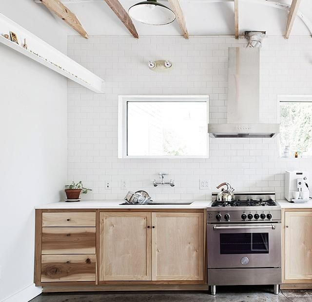 Natural WoodCabinets, Dreams Kitchens, Cleaning, Kitchens Inspiration, Interiors Design, Concrete Floors, Minimal Kitchen, Wood Beams, White Kitchens