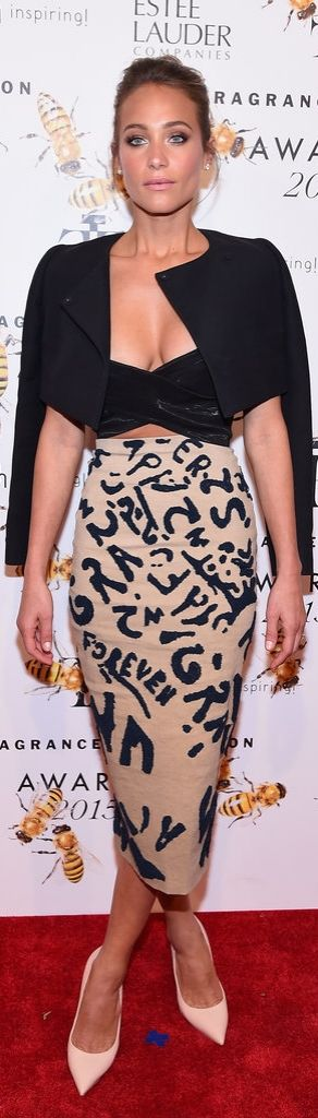 Hannah Davis worked a black crop top and printed midi skirt with neutral heels, layering a black cropped jacket over her look at the Fragrance Awards.