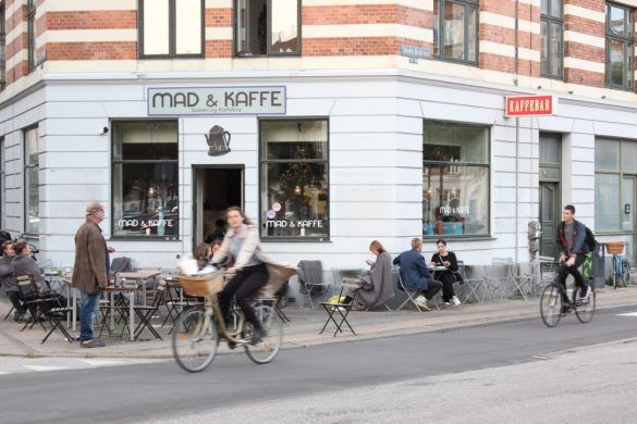 A GUIDE TO DO'S AND DON'TS WHEN RIDING A BIKE IN COPENHAGEN