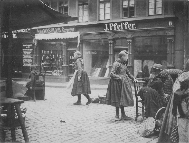 peasants at market in Giessen_c1890.jpg