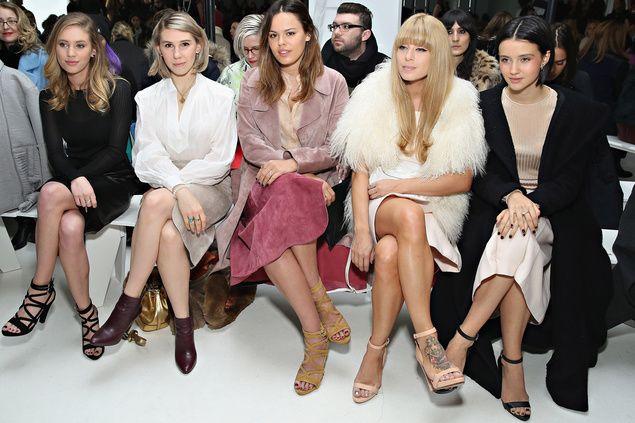 las famosas van sin medias en invierno: http://www.esta-de-moda.es/ultimas-noticias/las-famosas-y-bloggers-van-sin-medias-en-invierno/