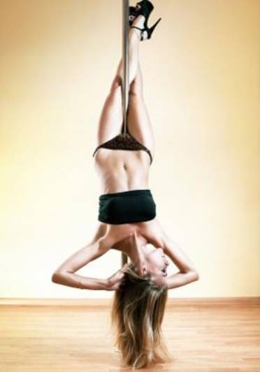 Cross Leg Layback This Will Be Accomplished When Melissa Feels Like Hurting Her Hoo Hahnit Quite Eager Yet Find Pin And More On Pole Dance