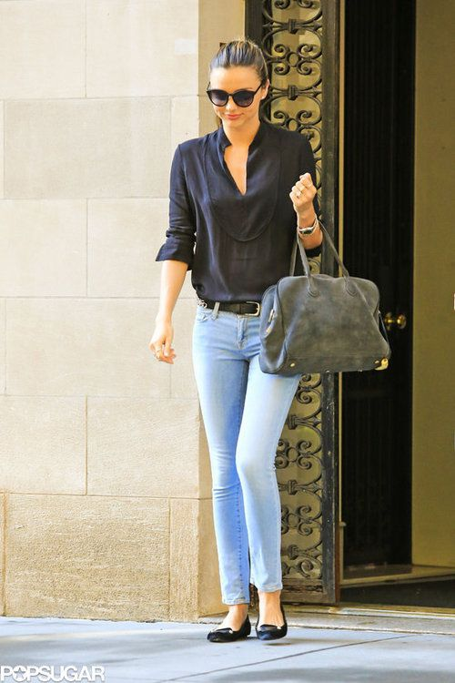 miranda kerr casual outfit light wash jeans navy