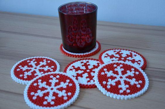 weihnachtliche Tischdeko mit Kindern machen - perler beads - Bügelperlen - perline da stirare: