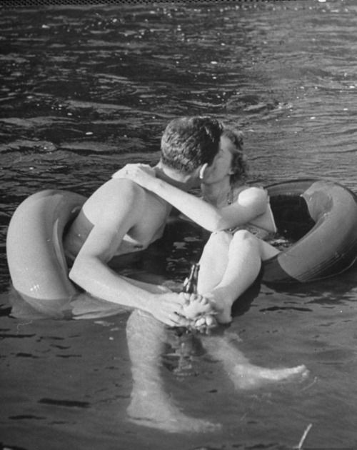 <3: Couple Kiss, Inner Tube, Tube Floating, Summer, Alfred Eisenstaedt, Rivers, Photo, Romance, Floating Trips