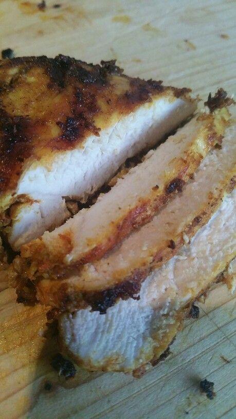 Goed gekruide kipfilet. Ingrediënten: knoflook, ras el hanout, baharat, zwarte peper, roze himalaya zout, geraspte gember, kurkuma, gerookte paprika poeder, komijn, olijfolie.