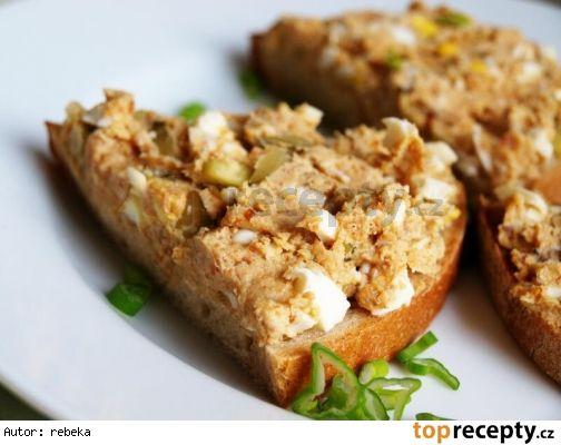Rychlá škvarková pomazánka 1/2 l škvarků /mletých/ 2 vejce natvrdo 2 kyselé…