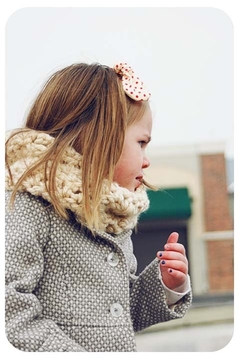 Crochet infinity scarf for little ones.  Like it, because my kids scarfs usually fall off.