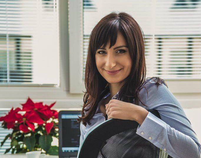 Podnikať začala až na materskej dovolenke, dovtedy bola zamestnaná. Za rok sa tak rozbehla, že momentálne jej predaj produktov pod vlastnou značkou prináša mesačné tržby skoro 20 tisíc EUR.       Prečítajte si:Tržba 3.900