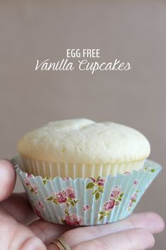 Super easy, moist and delicious egg free (no eggs!) white vanilla cake recipe used for cupcakes. Perfect for those with egg allergies or for a baby's first birthday. Share with all your friends! Click through for recipe.