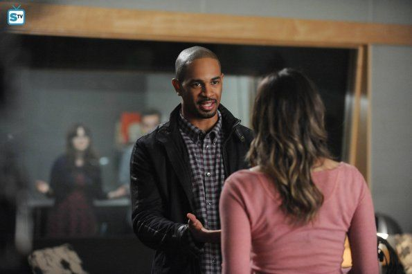 """#NewGirl 4x21 """"Panty Gate"""" - Coach convinces May they should stay together."""